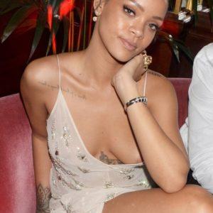 Rihanna tit slip