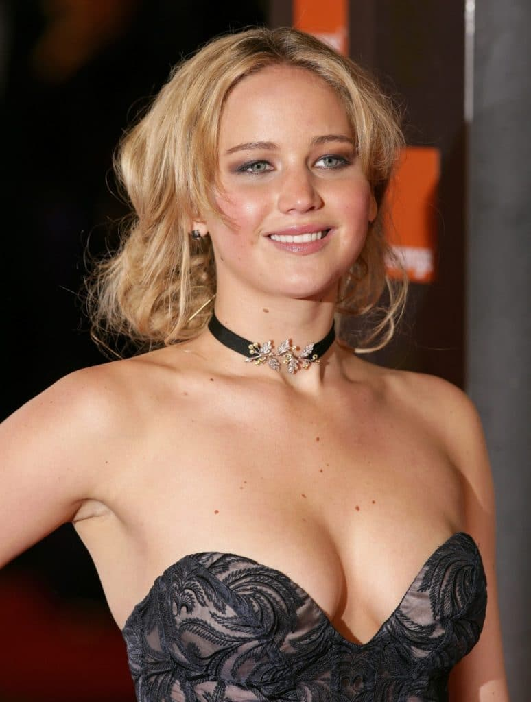 jennifer-lawrence-boobs-3