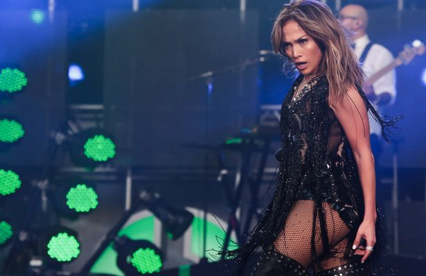 jennifer-lopez-on-stage