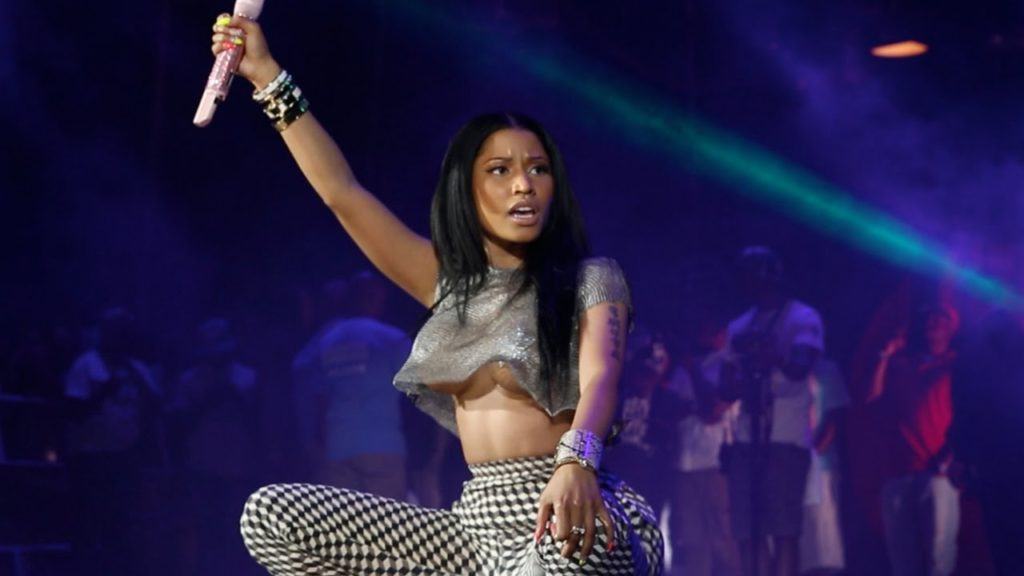 nicki-minaj-on-stage